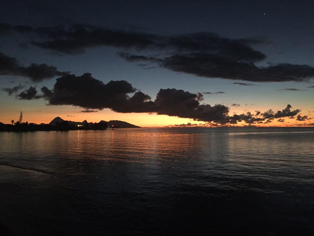 https://tahititourisme.uk/wp-content/uploads/2017/09/Mer-coucher-de-soleil.jpg