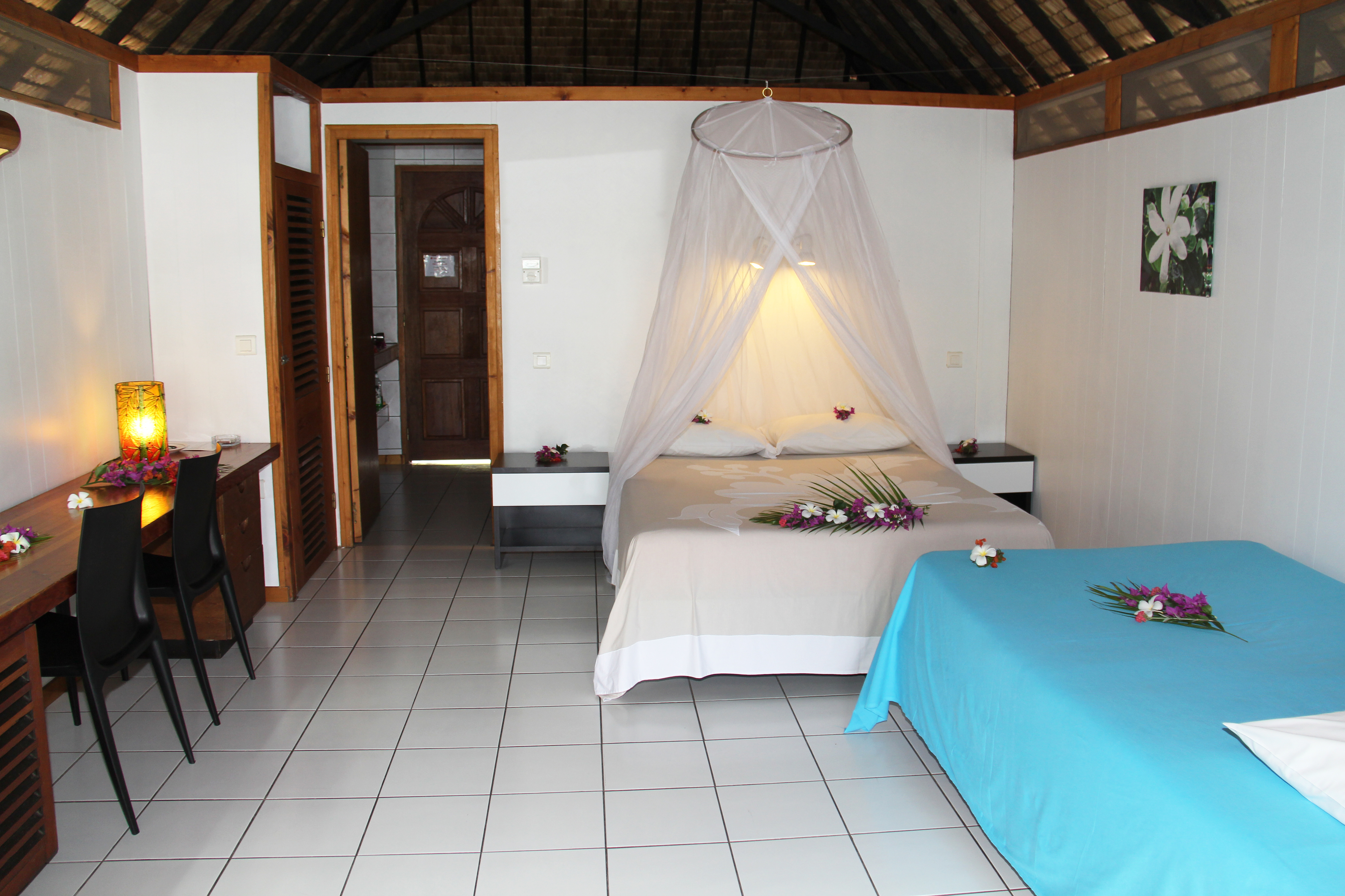 022 b- intérieur bungalow jardin | Tahiti Tourisme