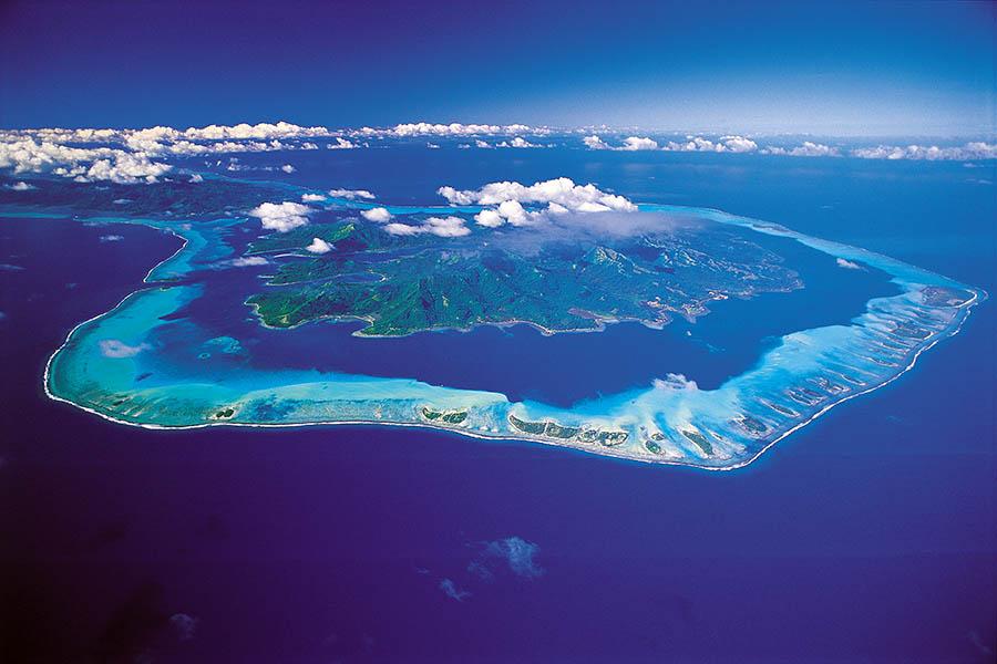 https://tahititourisme.uk/wp-content/uploads/2018/03/French-polynesia-tahaa-aerial-900x600.jpg