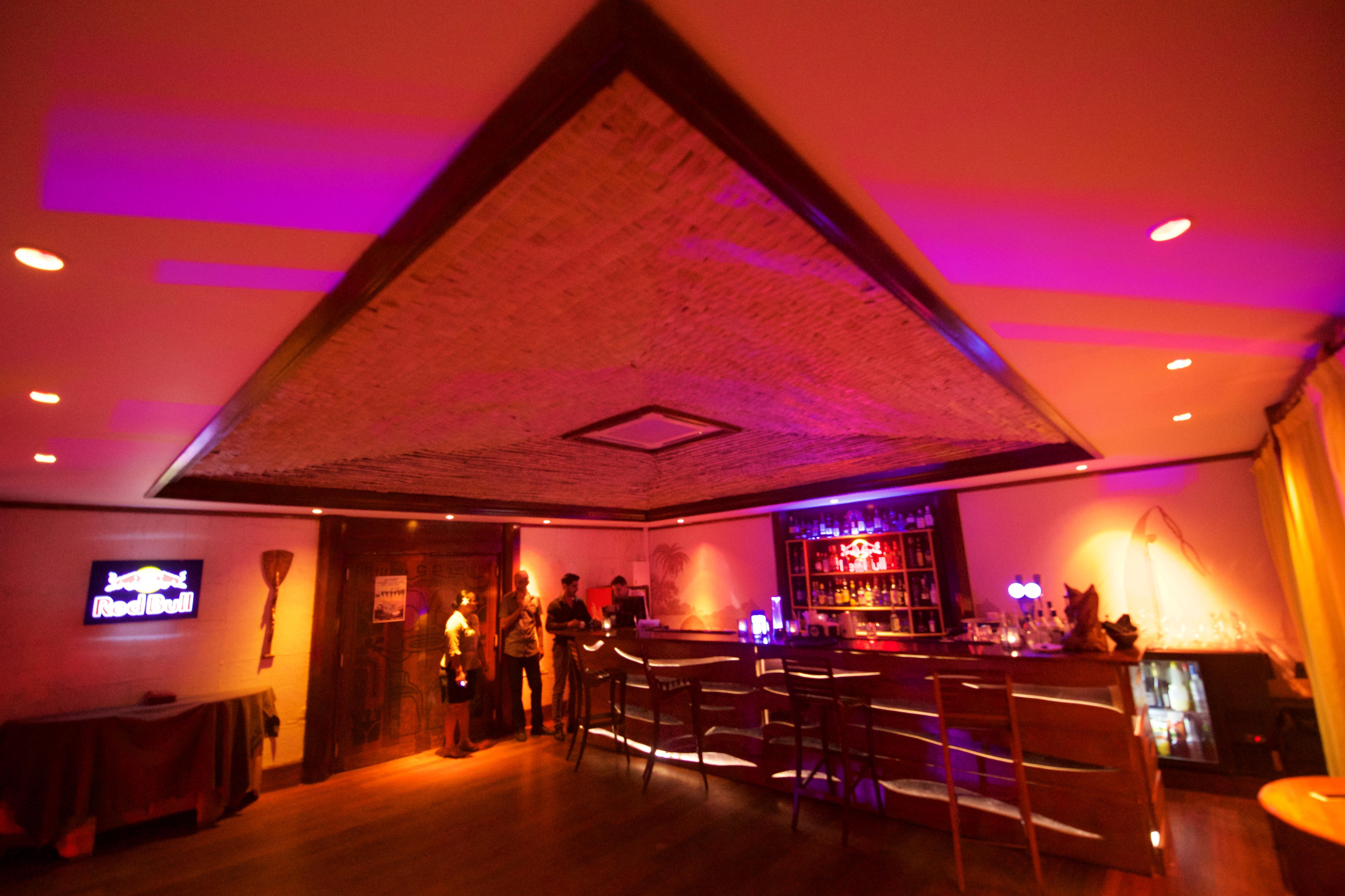 https://tahititourisme.uk/wp-content/uploads/2018/03/RESTAURATION-Matahiehani-Lounge-Bar-1-Tim_McKenna.jpg
