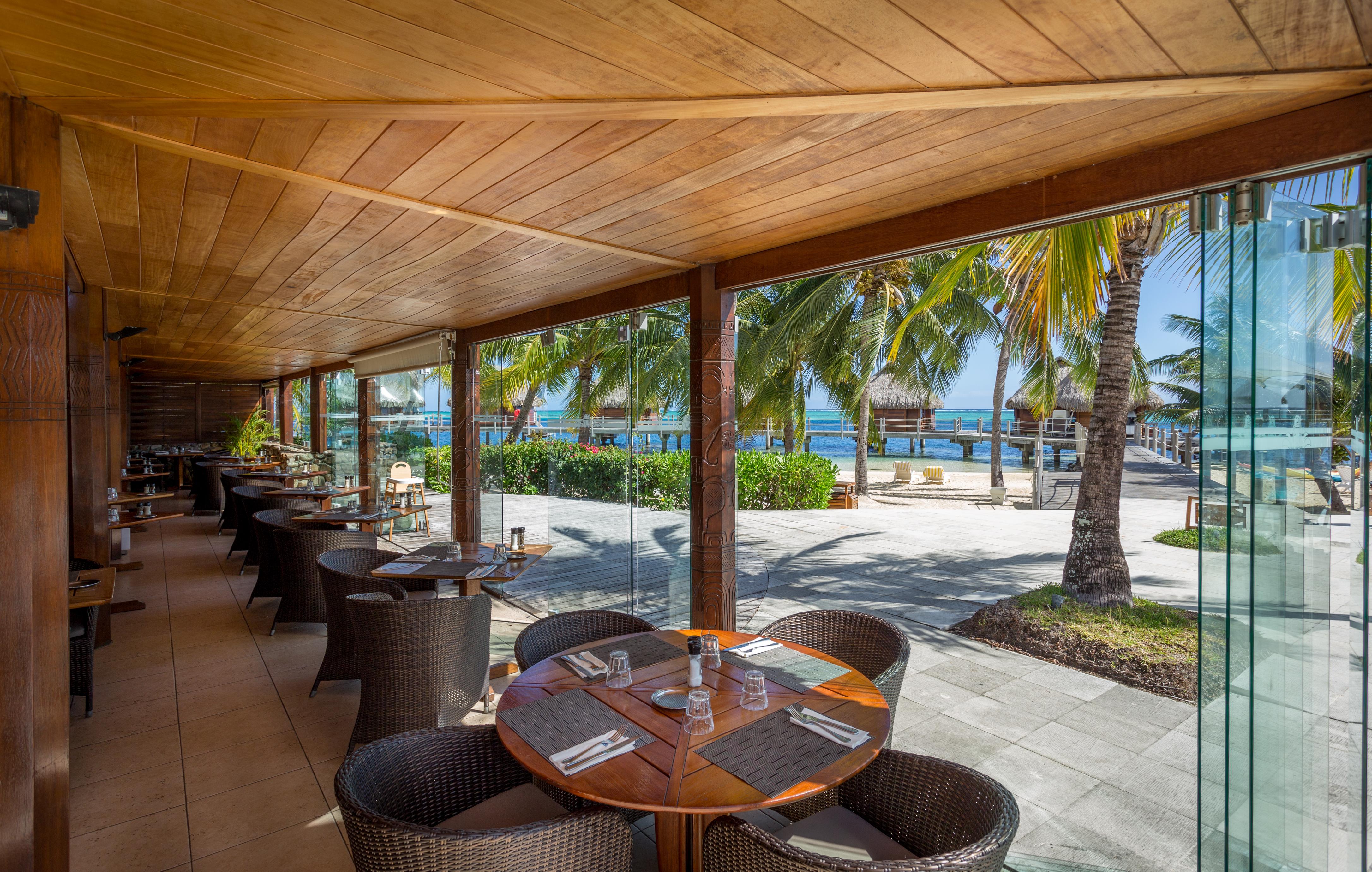 https://tahititourisme.uk/wp-content/uploads/2018/03/RESTAURATION-Restaurant-Mahanai-1-Charles_Veronese.jpg