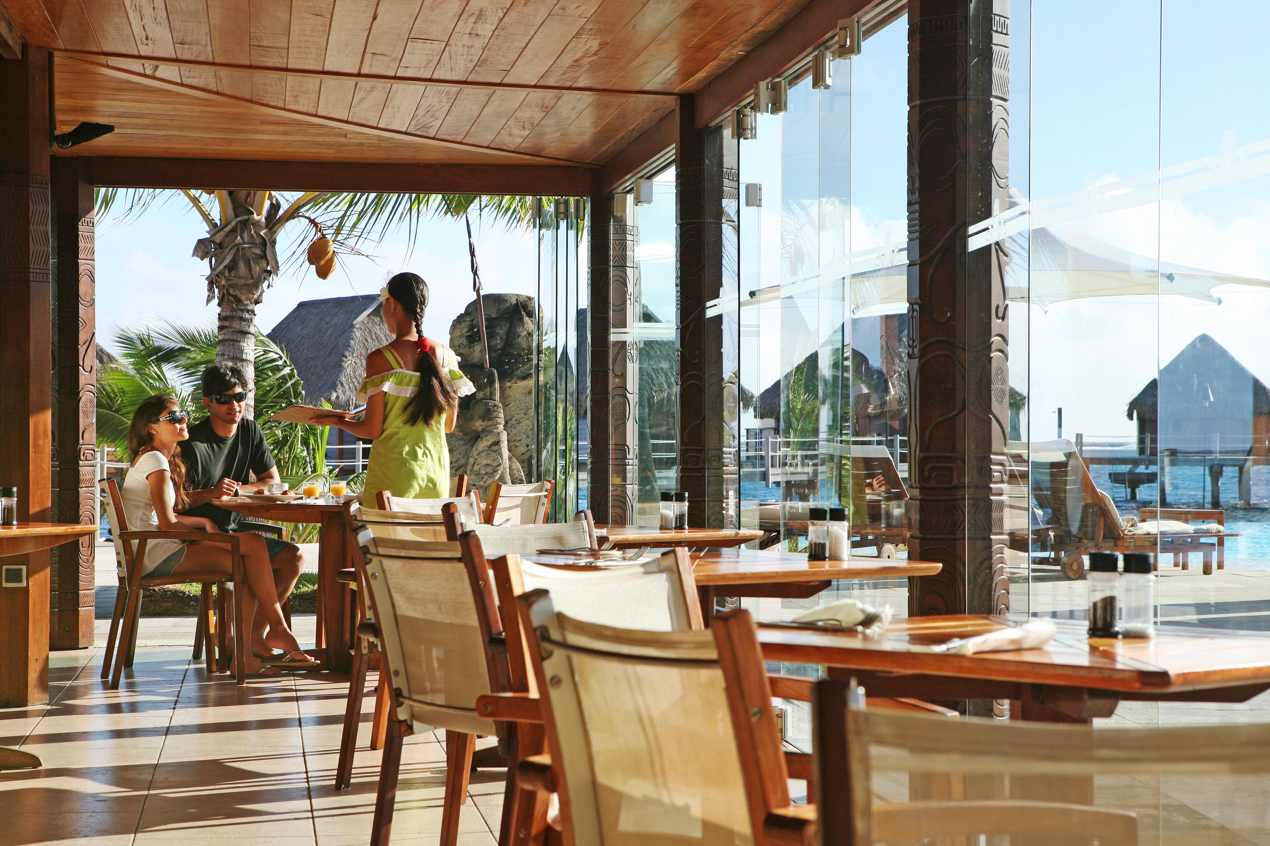 https://tahititourisme.uk/wp-content/uploads/2018/03/RESTAURATION-Restaurant-Mahanai-3-Greg_LeBacon.jpg