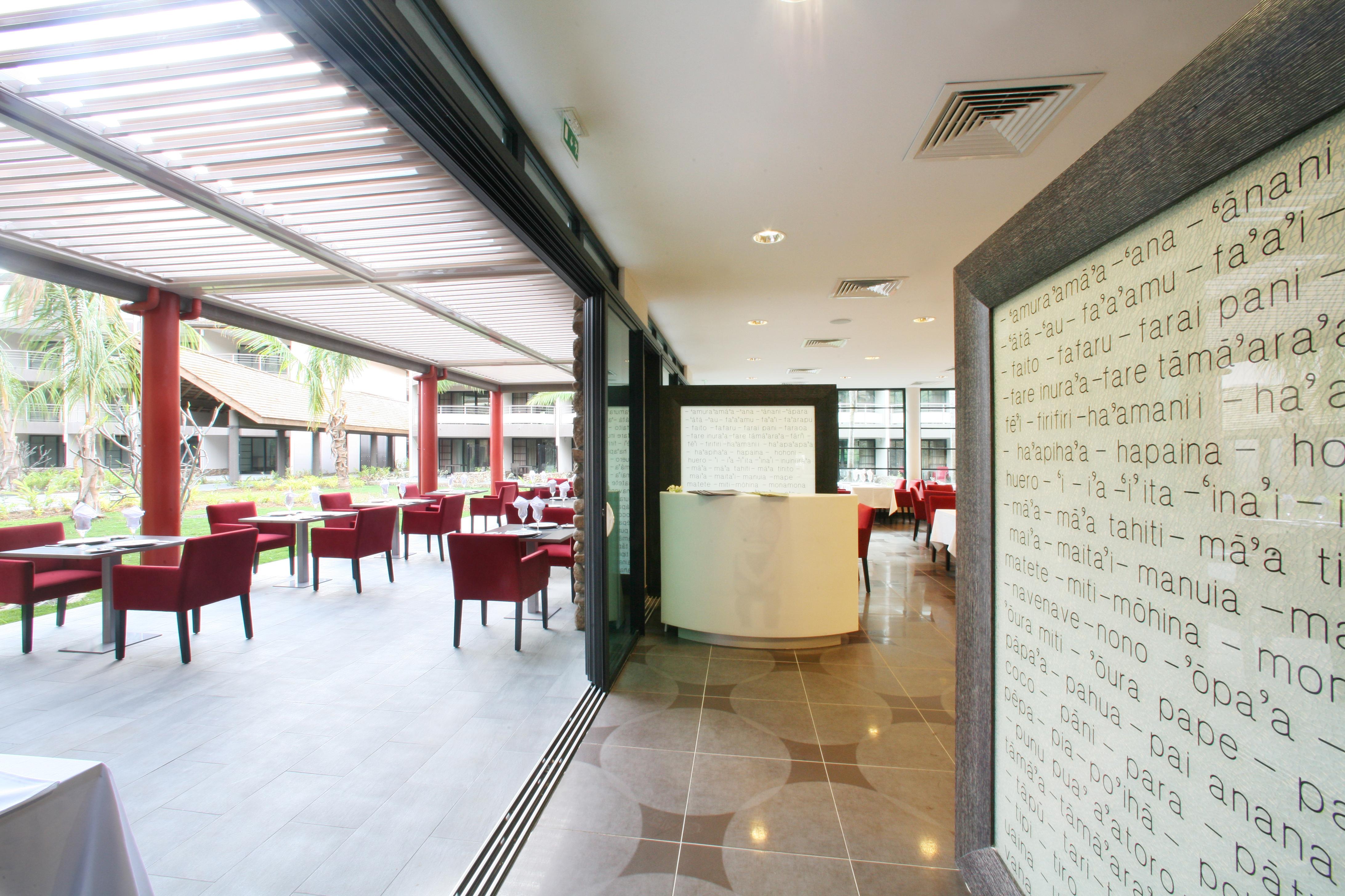 https://tahititourisme.uk/wp-content/uploads/2018/03/RESTAURATION-Vaitohi-Restaurant-3.jpg