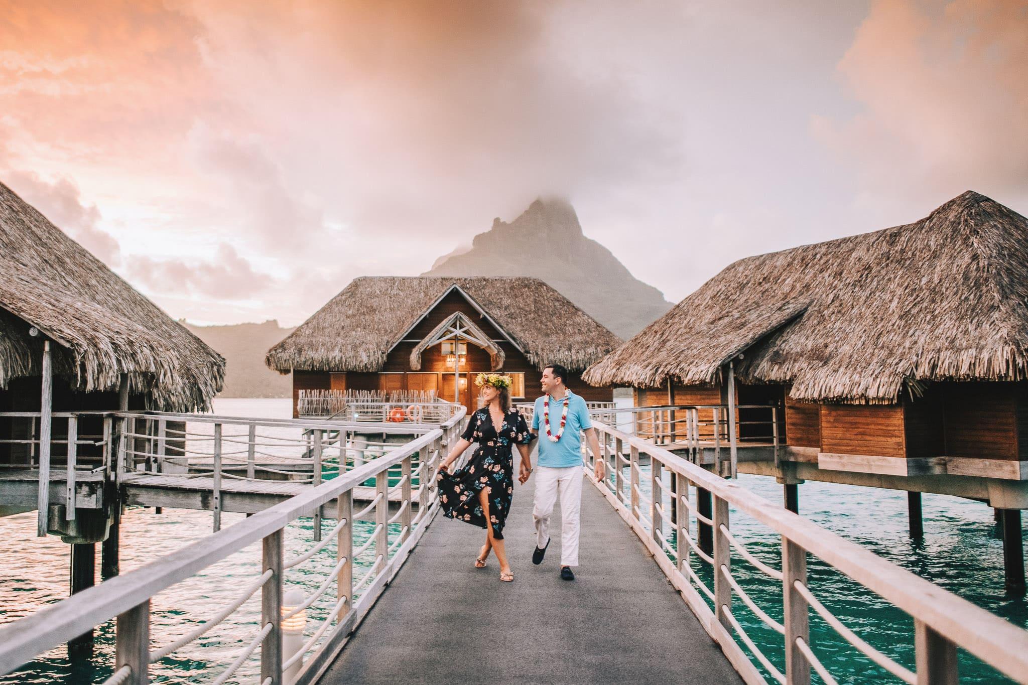 https://tahititourisme.uk/wp-content/uploads/2021/04/Bora-Bora-Photographer-Honeymoon-Wedding-couple-10.jpg