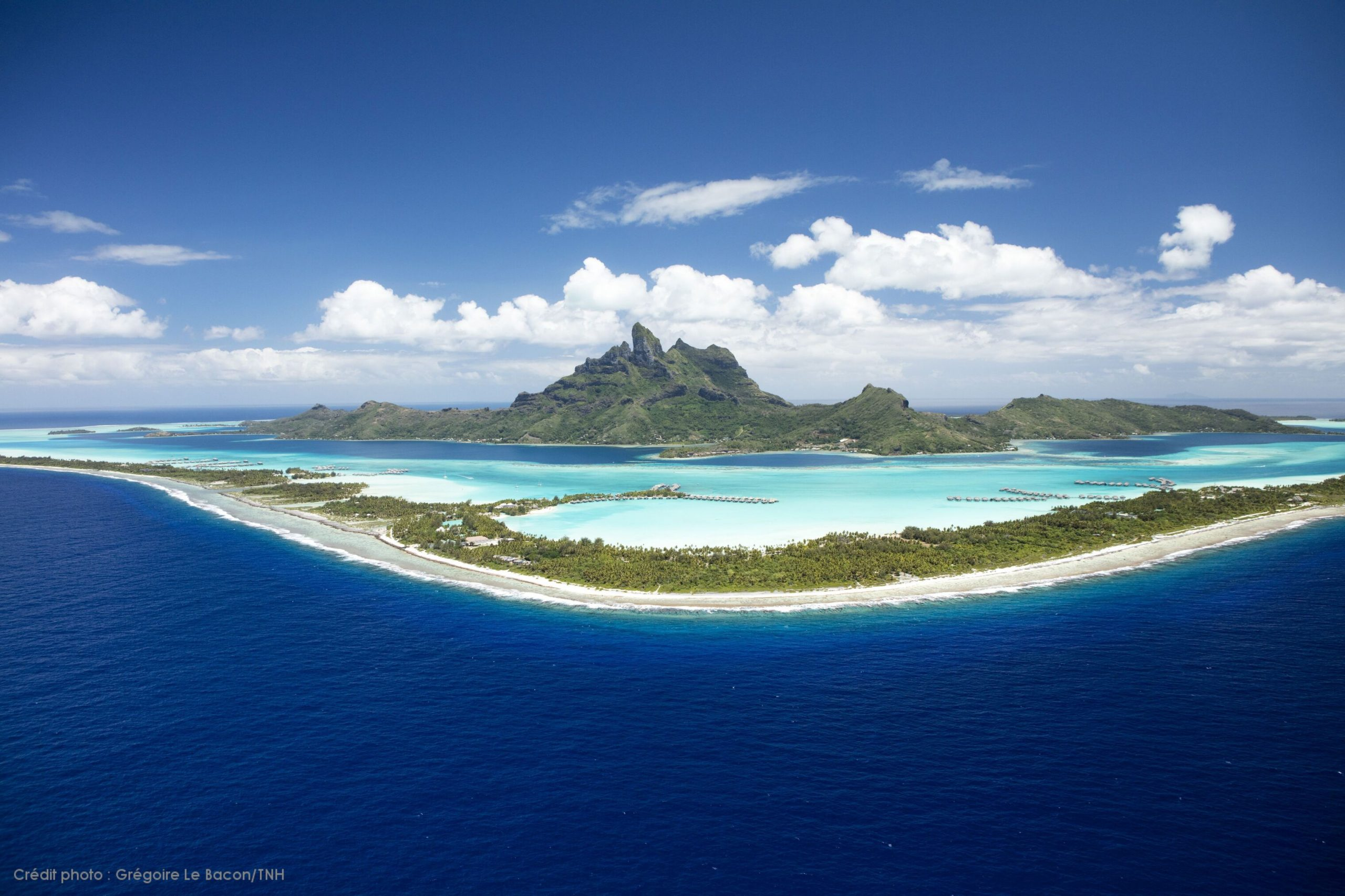 https://tahititourisme.uk/wp-content/uploads/2021/06/P2_08_BORA-BORA_Bora-Bora-2-©-Grégoire-Le-Bacon-Tahiti-Nui-Helicopters-1-scaled.jpg
